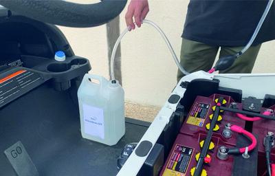 Niveau d'eau des batteries au plomb
